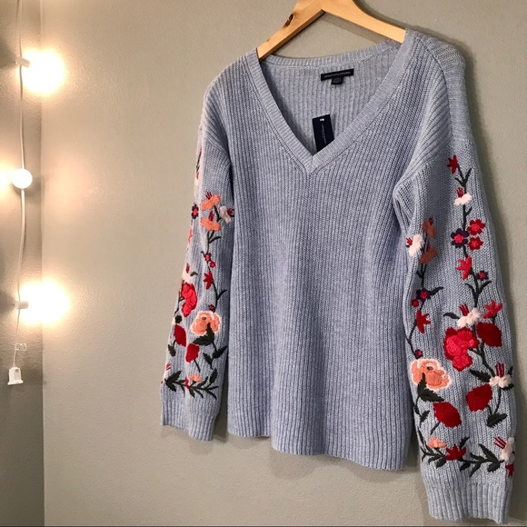 AE Soft   Pretty Floral Embroidered Sweater -XXS 11f356c50